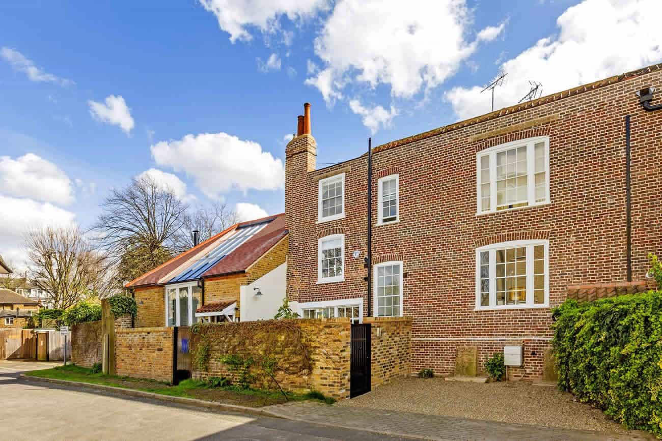 Stamford-Brook-House-Slide-1300w-868h-1