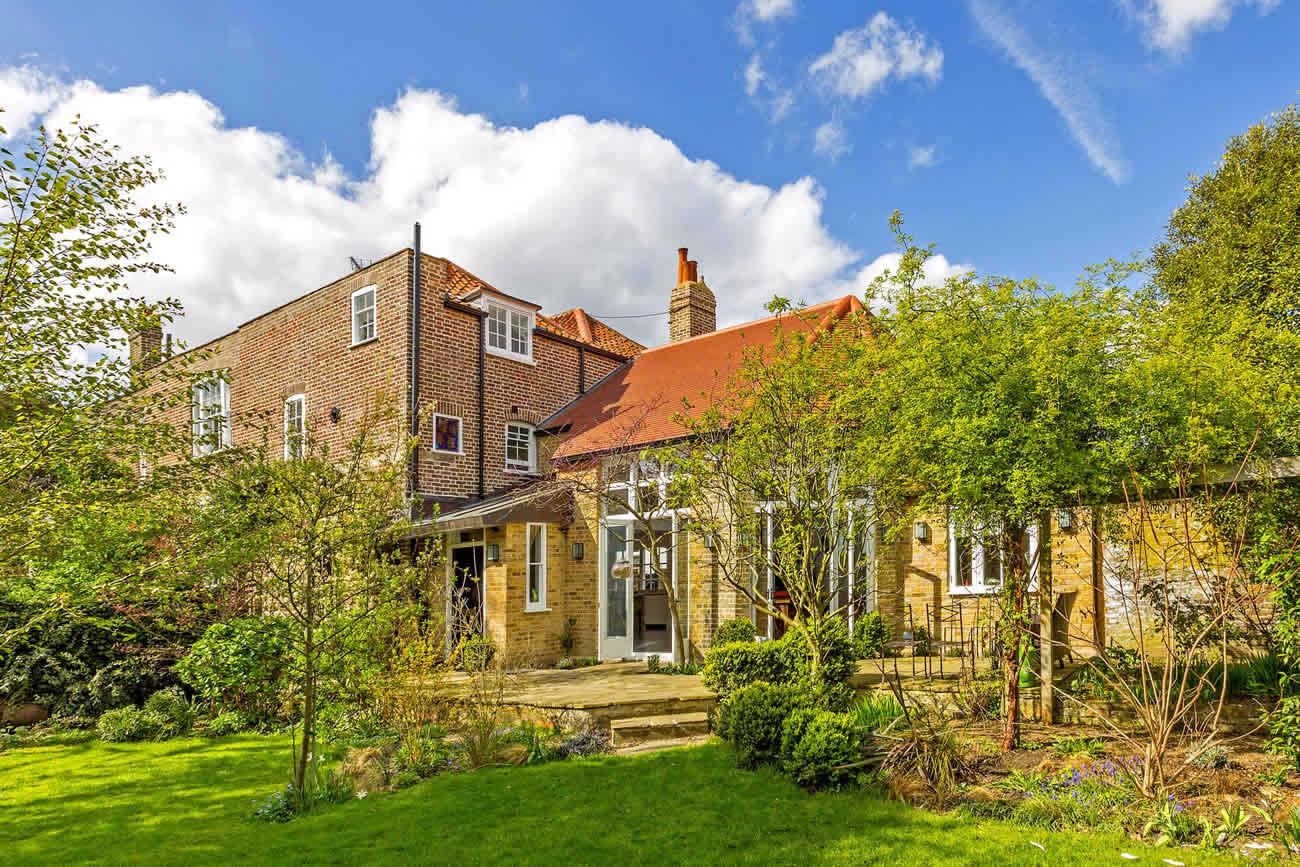 Stamford-Brook-House-Slide-1300w-868h-9